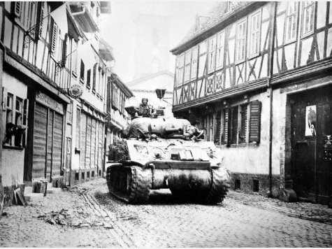 98465582-panzer-krieg-einmarsch-5tI8hnmDx09