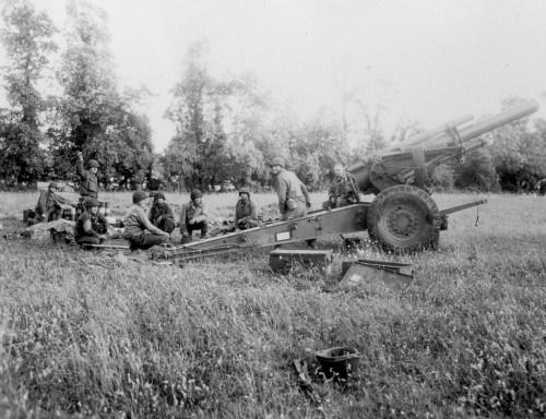 us-artillery-normandy